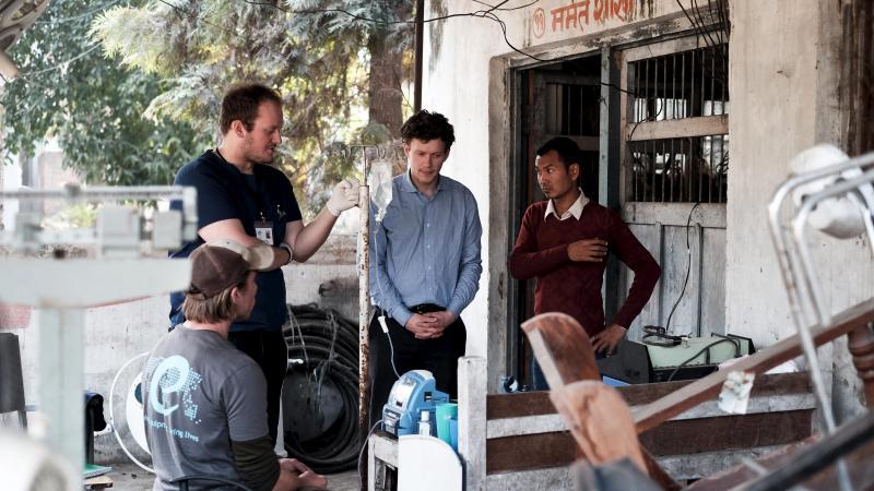 Ingeniørstuderende giver hospitalsudstyr nyt liv i Nepal